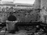 Gradske zidine i bunar u Balama u prvoj polovici 80-ih godina, Bale. (fn. 19385) Iz arhive Arheološkog muzeja Istre