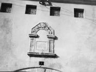 Preslica srušene crkve i natpis iz 17. stoljeća snimljena 60-ih godina, Barbariga. (bn. 6395) Iz arhive Arheološkog muzeja Istre