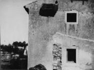 Začelje crkvice u Barbarigi srušene u 6. mjesecu 1953. godine, Barbariga. (bn. 2263, bp. 2465) Iz arhive Arheološkog muzeja Istre