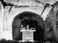 Apsida u crkvi sv. Martina početkom 60-ih godina, Bičići. (bn. 6423) Iz arhive Arheološkog muzeja Istre