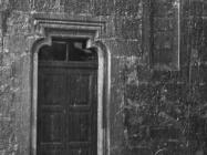 Slijepi gotički prozor na crkvi Svete Marije u Božjem polju 1952. godine, Božje polje. (fn. 2311) Iz arhive Arheološkog muzeja Istre