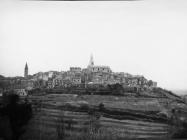 Pogled s brežuljka Svete Margerite na Buje krajem 60-ih godina, Buje. (bn. 8282) Iz arhive Arheološkog muzeja Istre