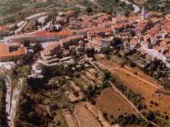 Zračni snimak Buja 90-ih godina. Buje (fn. 36637.) Iz arhive Arheološkog muzeja Istre