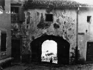 Mala vrata s unutrašnje strane početkom 60-ih godina, Buzet. (fn. 5649) Iz arhive Arheološkog muzeja Istre