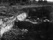 Ostaci antičke cisterne na arheološkom lokalitetu sv. Križ 1970. godine, Tar. (fn. 9164) Iz arhive Arheološkog muzeja Istre