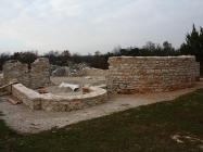 Apside porušene bazilike. Crkva Svetog Mihovila/arheološko nalazište Banjole. Autor: Aldo Šuran (2010.)