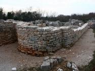 Bočna apsida porušene bazilike. Crkva Svetog Mihovila/arheološko nalazište Banjole. Autor: Aldo Šuran (2010.)