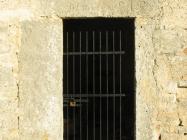Pročelje novije crkve. Crkva Svetog Mihovila/arheološko nalazište Banjole. Autor: Aldo Šuran (2007.)