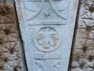 Grb s godinom izgradnje na palači Giocondo-Petris. Galižana. Autor: Aldo Šuran (2010.)