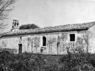 Pogled s istoka na crkvu sv. Marije od tri kunfina u prvoj polovici 60-ih godina, Juršići. (bn. 6498) Iz arhive Arheološkog muzeja Istre