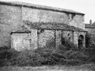 Ranosrednjovjekovna kapela uz crkvu sv. Mihovila 70-ih godina, Sveti Mihovil na Limu. (fn. 56669) Iz arhive Arheološkog muzeja Istre