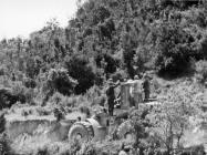 Odlazak minera prema kuli Turan 6. svibnja 1992. godine, Koromačno. (fn. 25953) Iz arhive Arheološkog muzeja Istre