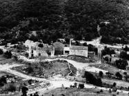 Pogled na crkvu sv. Ivana glavosijeka i ostatke građevina s kule Turan 1991. godine, Koromačno. (fn. 24902) Iz arhive Arheološkog muzeja Istre