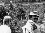 Kristina Mihovilić i predstavnik cementare Koromačno 6. svibnja 1992. godine, Koromačno. (25958) Iz arhive Arheološkog muzeja Istre