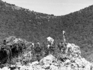 Predstavnici Reg. zav. za zaštitu spomenika Rijeka i cementare Koromačno na ruševinama kule Turan 6. 5. 1992. godine, Koromačno. (fn. 25960) Iz arhive AMI