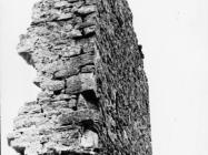Sjeveroistočni zid razrušene kule Turan 1991. godine, Koromačno. (fn. 24908) Iz arhive Arheološkog muzeja Istre
