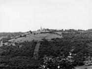Pogled na Kringu s istoka krajem 80-ih godina, Kringa. (fn. 20337) Iz arhive Arheološkog muzeja Istre