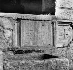 Spolija u Kringi početkom 90-ih godina, Kringa. (fn. 26079) Iz arhive Arheološkog muzeja Istre