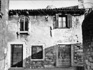Kuća u Labinu u prvoj polovici 60-ih godina, Labin. (bn. 6824) Iz arhive Arheološkog muzeja Istre
