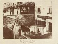 Pošta u Labinu pokraj Lože, krajem 19.st. prenosila se kočijama. Kraj nje hotel Al Telegrafo u kojem su najčešće odsjedali pomorci očekujući poziv. www.labin.com