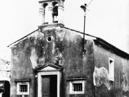 Crkva Svetog Antuna Padovanskog početkom 60-ih godina, izgrađena u 17. stoljeću, Marčana. (fn. 5666) Iz arhive Arheološkog muzeja Istre