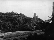 Pogled na kaštel u Momjanu gledano sa sjevera početkom 50-ih godina, Momjan. (fn. 2274) Iz arhive Arheološkog muzeja Istre