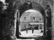 Gradska vrata Mutvorana u prvoj plovici 60-ih godina, Mutvoran. (bn. 6371) Iz arhive Arheološkog muzeja Istre