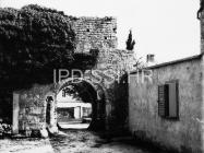 Gradska vrata u Mutvoranu 1967. godine, Mutvoran. (bn. 8615) Iz arhive Arheološkog muzeja Istre