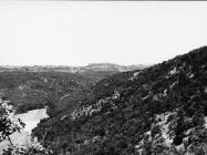 Pogled na Baredine i Podbaredine i na Gradinu iznad doline Valeron krajem 80-ih godina, Nova Vas kod Brtonigle. (bn . 23433.) Iz arhive AMI