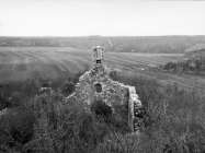 Ruševine crkve (Sv. Juraj), Nova Vas kod Brtonigle. (bn. 6699.) Iz arhive Arheološkog muzeja Istre
