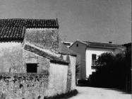 Začelje crkve sv. Agate u Novigradu 80-ih godina. Novigrad (fn. 19161.) Iz arhive Arheološkog muzeja Istre