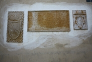 Crkva Svetog Pelagija, natpis i grbovi. Novigrad. Autor: Aldo Šuran (2009.)