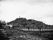 Pogled na Pićan s jugoistočne strane 1972. godine, Pićan. (fn. 11563) Iz arhive Arheološkog muzeja Istre