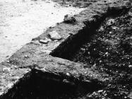 Antički zid u Luci Plomin sredinom 80-ih godine, Plomin. (fn. 21048) Iz arhive Arheološkog muzeja Istre