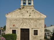 Pročelje grobljanske crkve Svetog Flora, Pomer. Autor: Aldo Šuran (2007.)