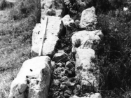 Istočni bedem platoa gradine Kastril 70-ih godina 20. stoljeća, Premantura. (fn. 16983) Iz arhive Arheološkog muzeja Istre