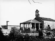 Pogled na crkvu sv. Katarine s jugozapada 1973. godine, Savičenta. (fn. 12013) Iz arhive Arheološkog muzeja Istre