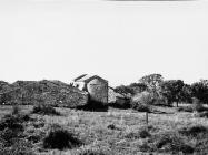 Crkva Svetog Petra (nekadašnja kula) u Savudriji 1968. godine, Savudrija. (bn. 8591) Iz arhive Arheološkog muzeja Istre