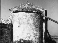 Crkva Svetog Petra u Savudriji sredinom 60-ih, Savudrija. (bn. 7138b) Iz arhive Arheološkog muzeja Istre