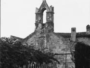 Pogled na pročelje crkve Svetog Trojstva 1956. godine, Šišan. (fn. 3998) Iz arhive Arheološkog muzeja Istre