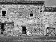 Vanjsko lice južnog zida crkve sv. Ivana evanđelista sredinom 60-ih godina, Gajana. (bn. 6366) Iz arhive Arheološkog muzeja Istre