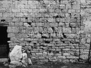 Vanjsko lice južnog zida crkve sv. Ivana evanđelista sredinom 60-ih godina, Gajana. (bn. 6367) Iz arhive Arheološkog muzeja Istre