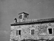 Zvonik crkve sv. Ivana evanđelista i razrušene kuća sredinom 60-ih godina, Gajana. (bn. 6365) Iz arhive Arheološkog muzeja Istre