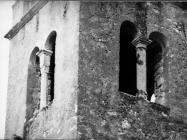 Romaničke bifore na zvoniku crkve sv. Lovre na Lovrečkom groblju 1975. godine, Sveti Lovreč. (fn. 14014) Iz arhive Arheološkog muzeja Istre