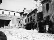 Crkva sv. Martina i kuće početkom 80-ih godina, Sveti Lovreč. (fn. 19065) Iz arhive Arheološkog muzeja Istre