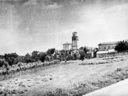 Pogled na Tinjan sa sjeverozapada 1975. godine, Tinjan. (fn. 13763) Iz arhive Arheološkog muzeja Istre