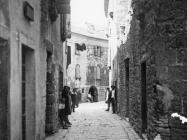 Ulica u Vodnjanu iza palače Bettica u prvoj polovici 20. stoljeća, Vodnjan. (fp. 501) Iz arhive Arheološkog muzeja Istre