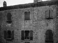 Palača s baroknim prozorima u prvoj polovici 20. stoljeća, Vodnjan. (fp. 500) Iz arhive Arheološkog muzeja Istre