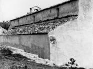 Pogled na sjeverni zid bazilike sv. Marije u Vrsaru 1970. godine, Vrsar. (bn. 8980) Iz arhive Arheološkog muzeja Istre