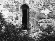 Južni zid crkve sv. Jurja u Završju snimljen 1967. Završje (bn. 8700.) Iz arhive Arheološkog muzeja Istre